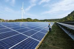 脱炭素の切り札である再生可能エネルギー関連は成長 Bloomberg