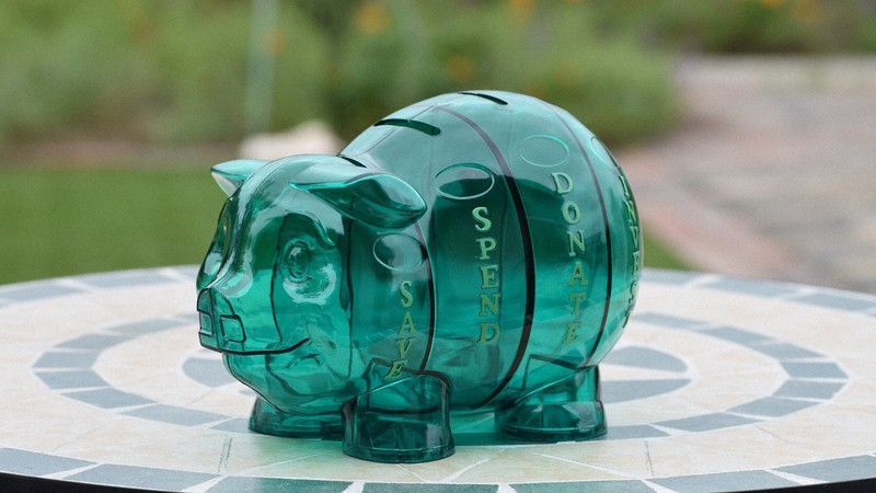 米国生まれの「四つのお金の入り口」がある豚の貯金箱