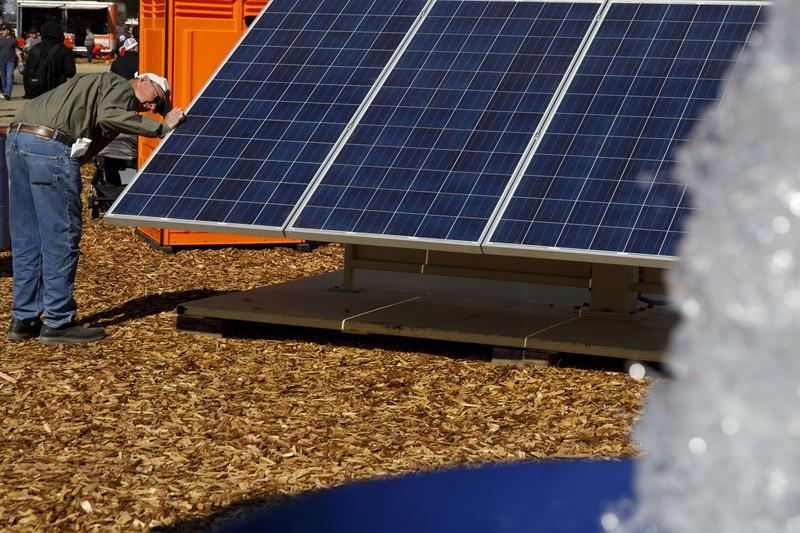 米カリフォルニア州では太陽光発電の普及が進む Bloomberg