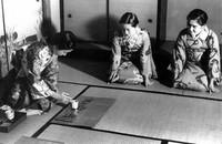 香道・一の香炉をたく香元=1940年撮影