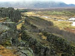 """アイスランド・シンクべトリル国立公園に現れた巨大な大地の""""裂け目"""" 北川靖彦・元アイスランド日本大使提供"""