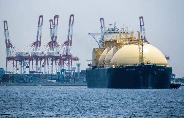 日本のLNG価格も対岸の火事ではない……(横浜港) Bloomberg