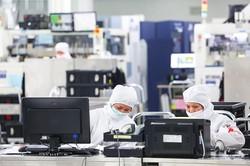 給与面の厚遇など、早急な改善が求められている Bloomberg