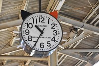 A cat clock with ears and whiskers is seen at Wakayama Station in the western Japan city of Wakayama on Oct. 14, 2021. (Mainichi/Ryota Hashimoto)