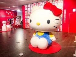 「サンリオ展」に飾られているハローキティの巨大オブジェ