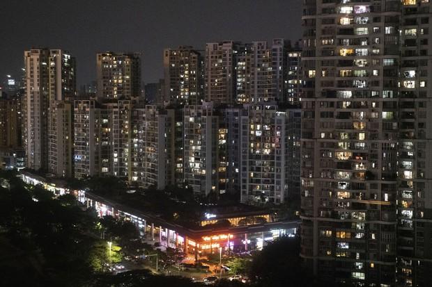 中国では20以上の地域で計画停電が実施されている Bloomberg