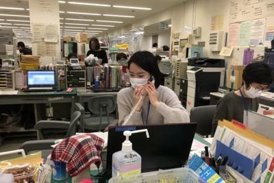 宮崎監督が撮影中、最も印象に残ったのは、相手のことを考えて真剣に対応する保健師の姿だったという=宮崎信恵監督提供