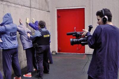 カナダの女性刑務所に収監中の受刑者、トリーナ(右)が刑務所の日常を撮影する光景=ドキュメンタリー映画「CONVICTION(有罪)」より(c)CONVICTION