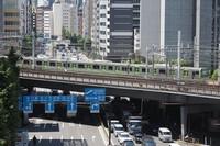 A JR Yamanote Line train is seen in Tokyo's Minato Ward on May 23, 2019. (Mainichi/Kenji Yoneda)