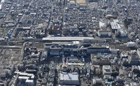 JR Kyoto Station and its surroundings can be seen from this photo taken from a Mainichi Shimbun helicopter. (Mainichi/Tatsuya Onishi)