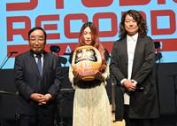 From left, Takasaki Mayor Kenji Tomioka, singer-songwriter Kie Anderson, and Tago Studio Records Takasaki label representative Kunio Tago pose for a photo in Takasaki, Gunma Prefecture, on Oct. 4, 2021. (Mainichi/Shin Sato)