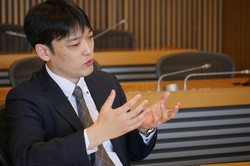 日興アセットマネジメントの北原淳平さんは「背伸びはせず、できることをやる」がモットーだ(同社提供)