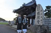 Jishoji temple monk Washin Akiyama, left, and his wife, Michiko, are seen in front of their temple in the Yuracho district of Takamatsu, Kagawa Prefecture, on Aug. 25, 2021. (Mainichi/Sahomi Nishimoto)