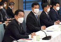 Japanese Prime Minister Fumio Kishida, left, speaks during a government economic policy panel at his office in Tokyo on Oct. 26, 2021. (Mainichi/Kan Takeuchi)